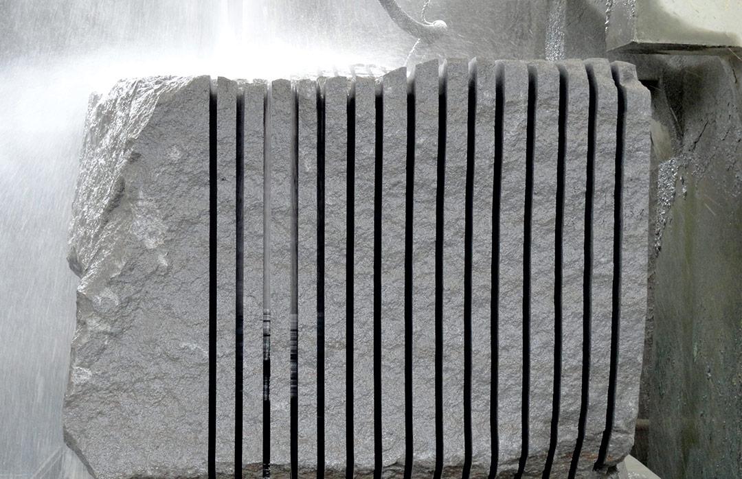 fabrication-decoupage-bloc-pierre-de-lave-émaillée-couleur-lave