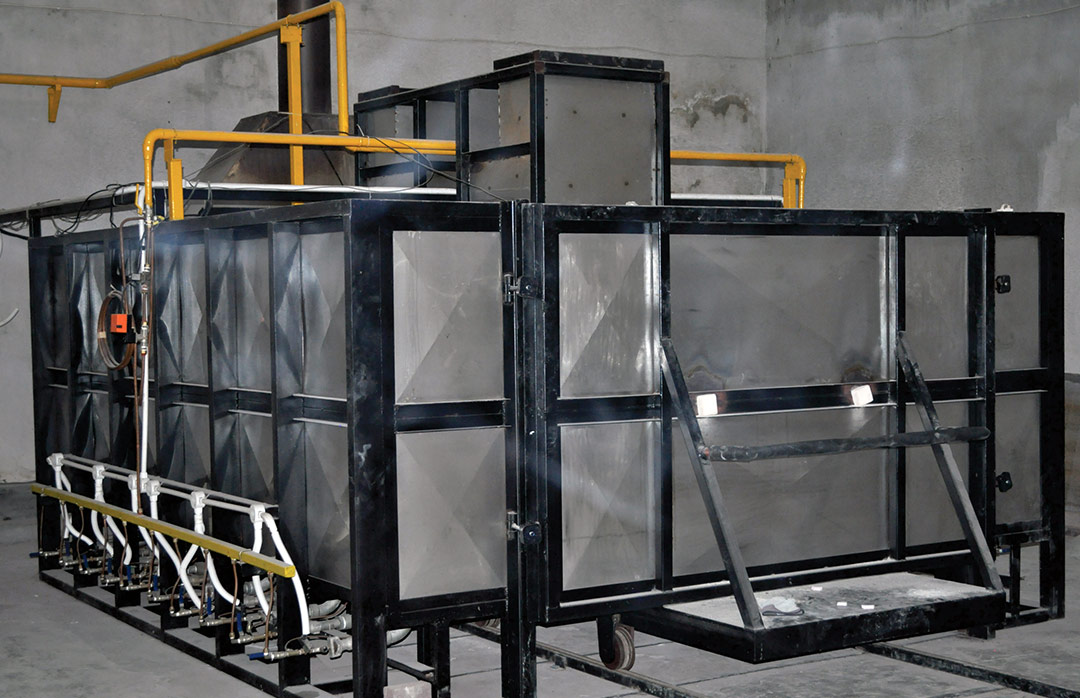 Fabrication pierre de lave émaillée, four