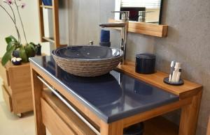 salles-de-bain-bleu-marine-couleur-lave-pierre-de-lave-emaillée