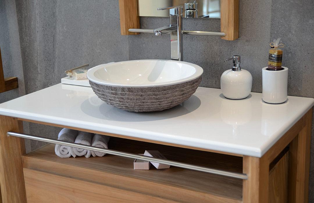 salles de bains en pierre de lave maill e. Black Bedroom Furniture Sets. Home Design Ideas