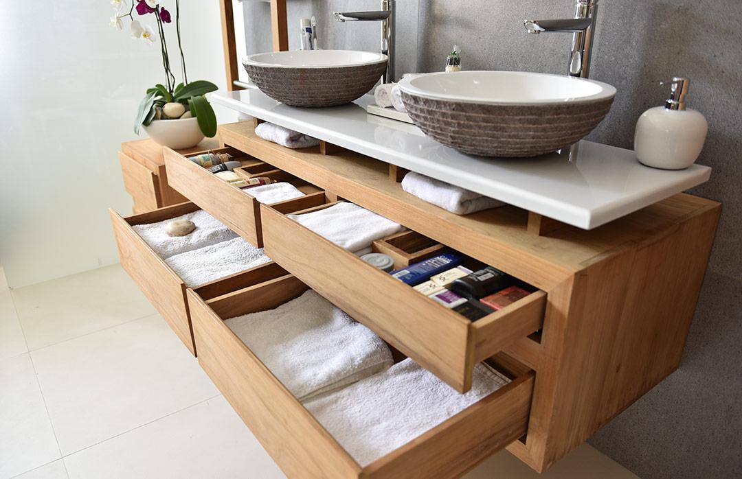 Salles de bains en pierre de lave maill e couleur lave - Double evier salle de bain ...