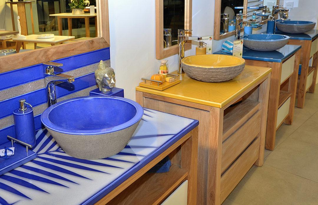 Salles de bains en pierre de lave maill e couleur lave for Exposition salle de bain