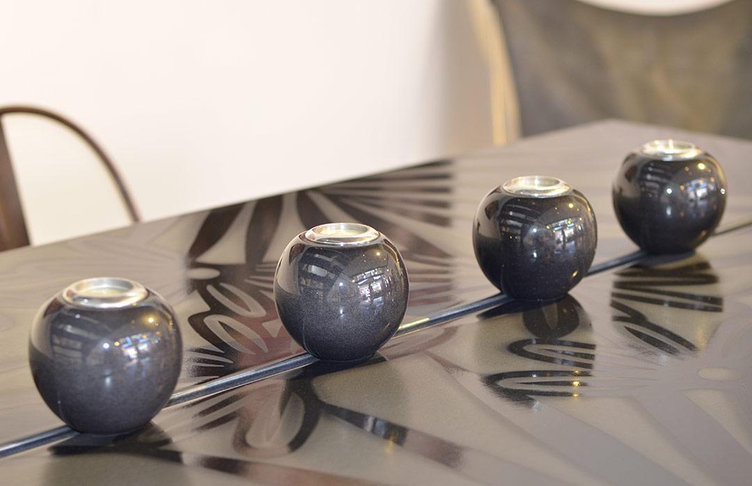 tables en pierre de lave maill e couleur lave. Black Bedroom Furniture Sets. Home Design Ideas