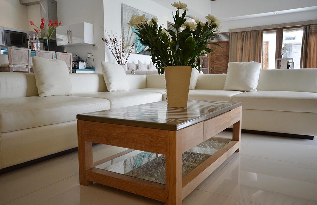 tables en pierre de lave maill e. Black Bedroom Furniture Sets. Home Design Ideas