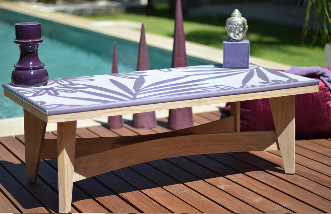 table-emaillee-fushia-motifs