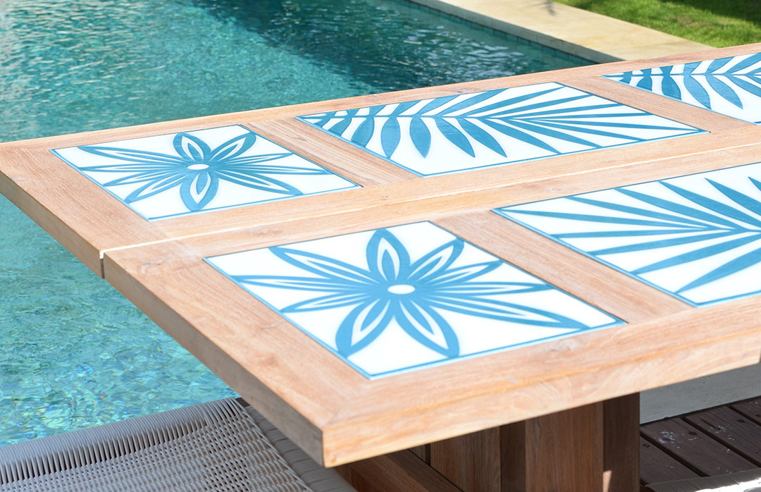 tables-pierre-emaillee-motifs-turquoise