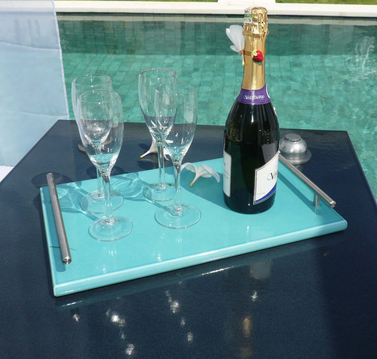 Table gris et plateau turquoisecouleur-lave-volcan-modern-émaille-céramique-France-Luxe-design
