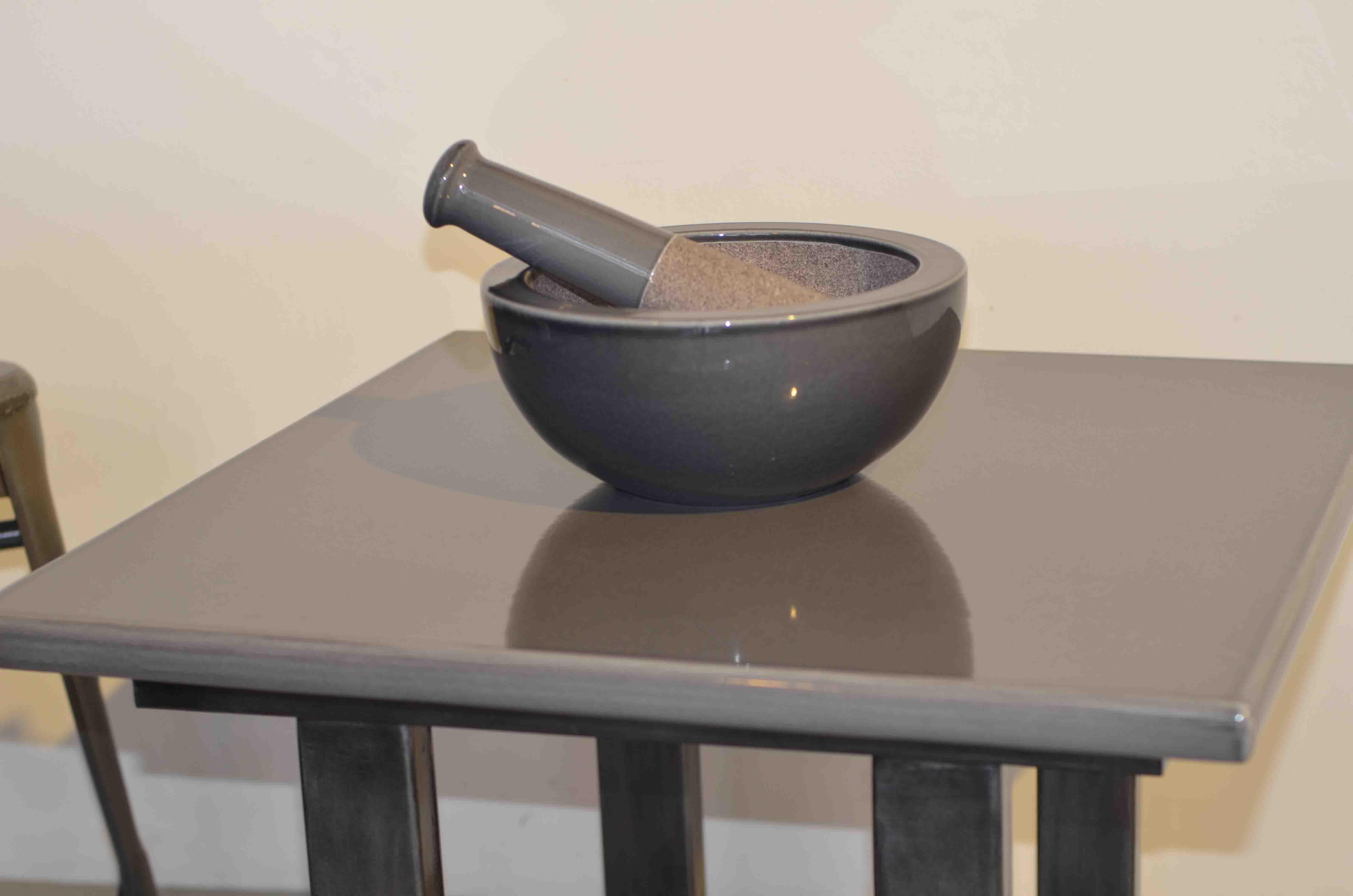 Table basse plateau en pierre de lave émaillée