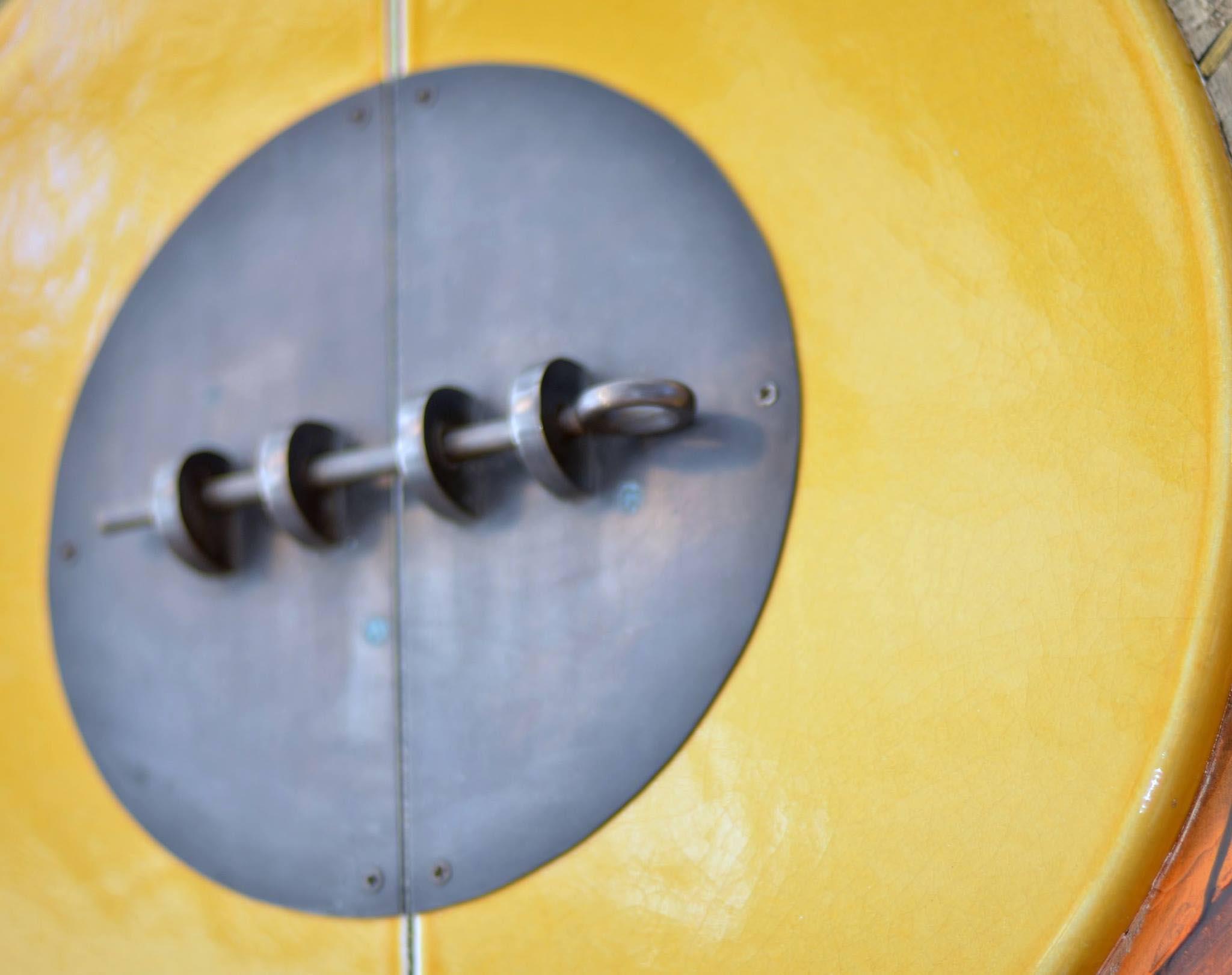 Accesoires-jaune-porte-serrure-métal--bois-teak-nature-couleur-lave-volcan-émaille-céramique-France-LuxeAccesoires-jaune-porte-serrure-métal--bois-teak-nature-couleur-lave-volcan-émaille-céramique-France-Luxe