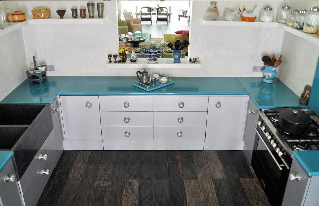 cuisine-bleu--pierre-de-lave-emaillee