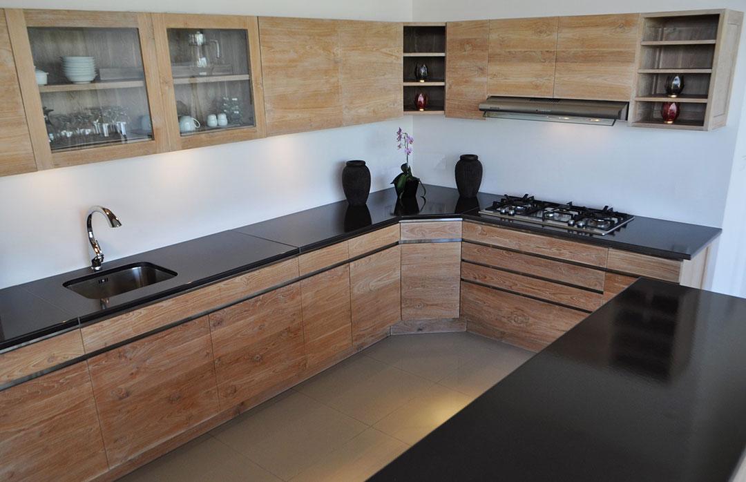 cuisine-noir-pierre-de-lave-émaillée-couleur-lave-bois