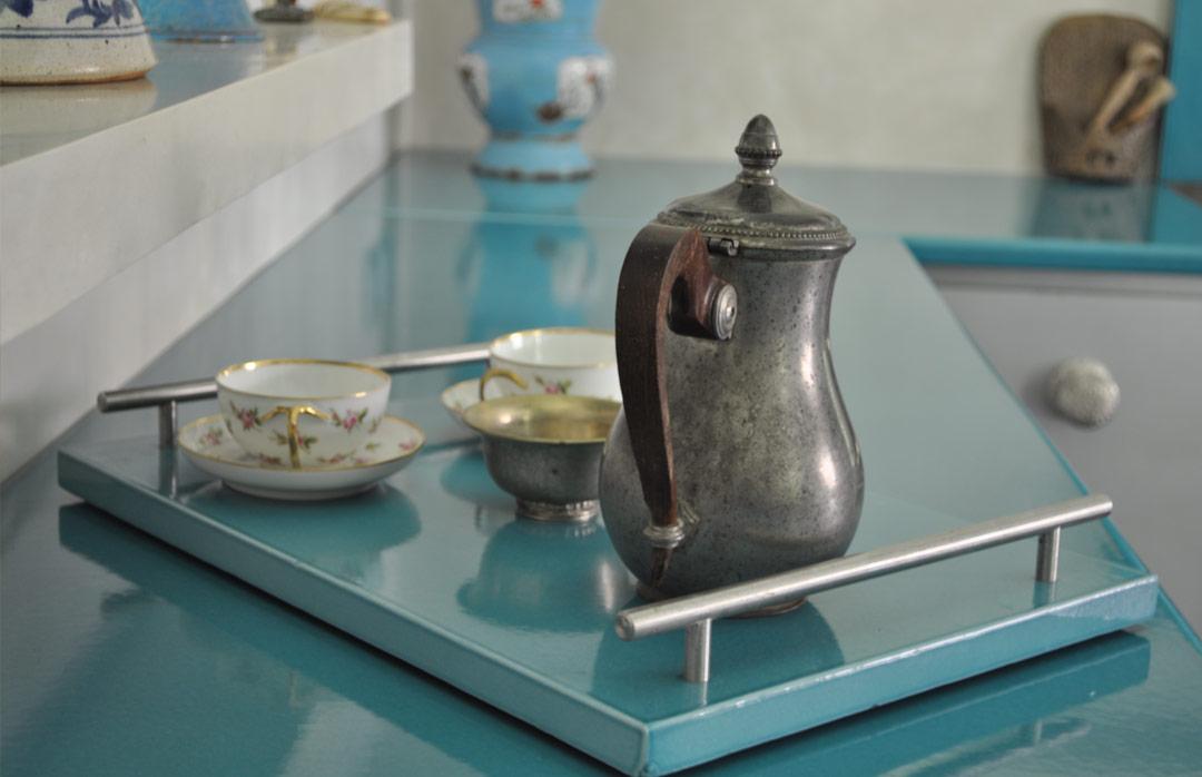 plan de cuisine bleu en pierre de lave émaillée