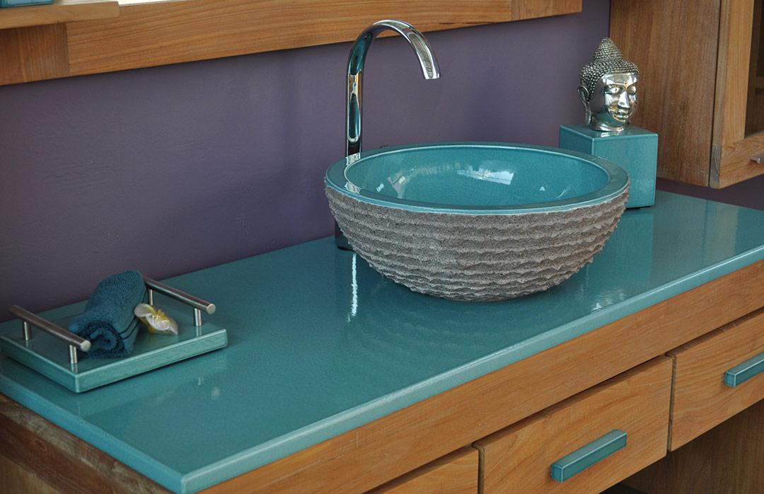 salles-de-bain-pierre-emaillee-turquoise