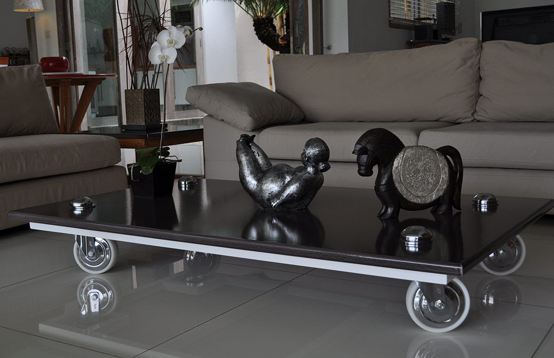 table-basse-lave-emaillee-noire