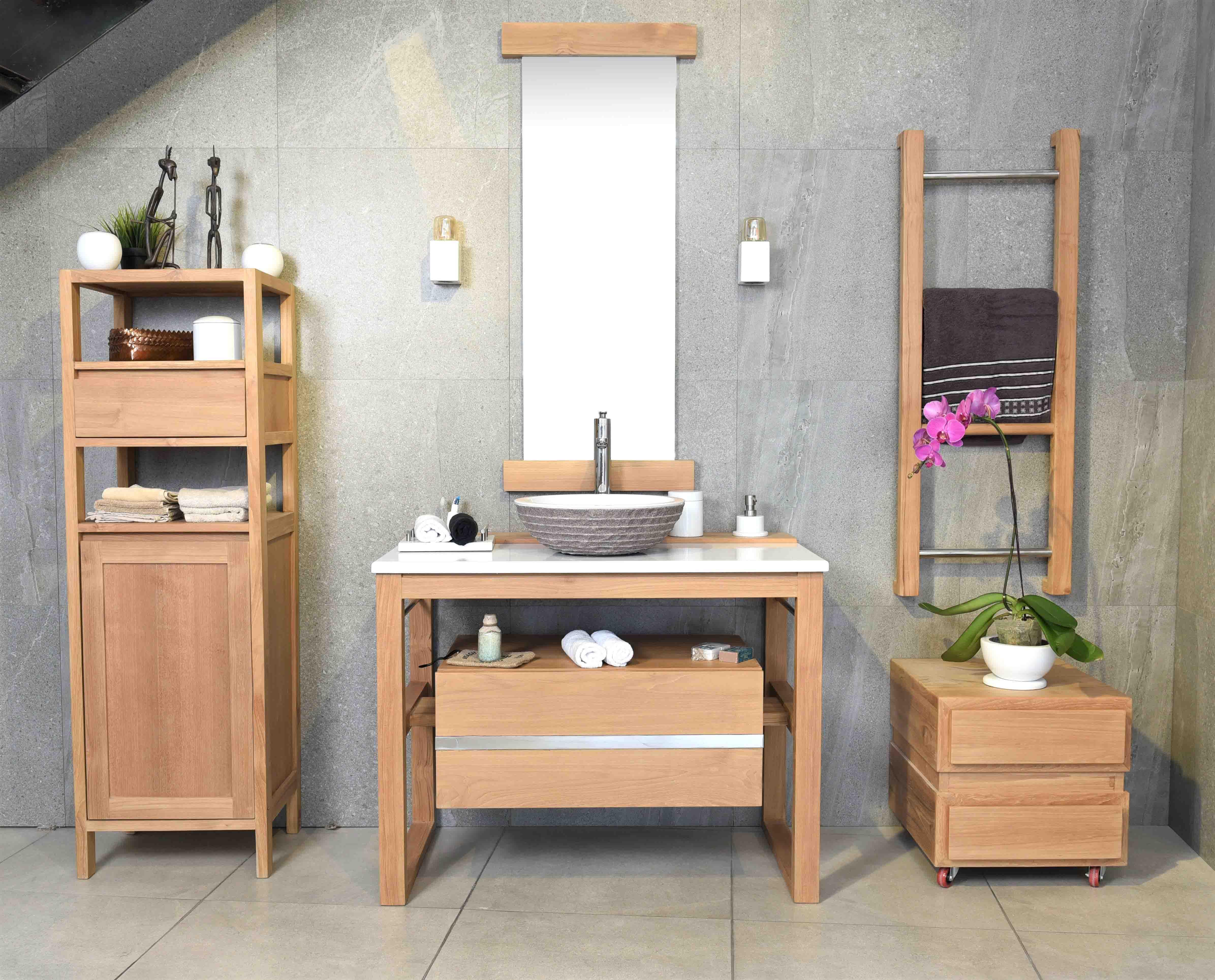 Vu-de-face-salle-de-bain-complète-blanche-bois-teak-nature-couleur-lave-volcan-émaille-céramique-toba-line-France-Luxe