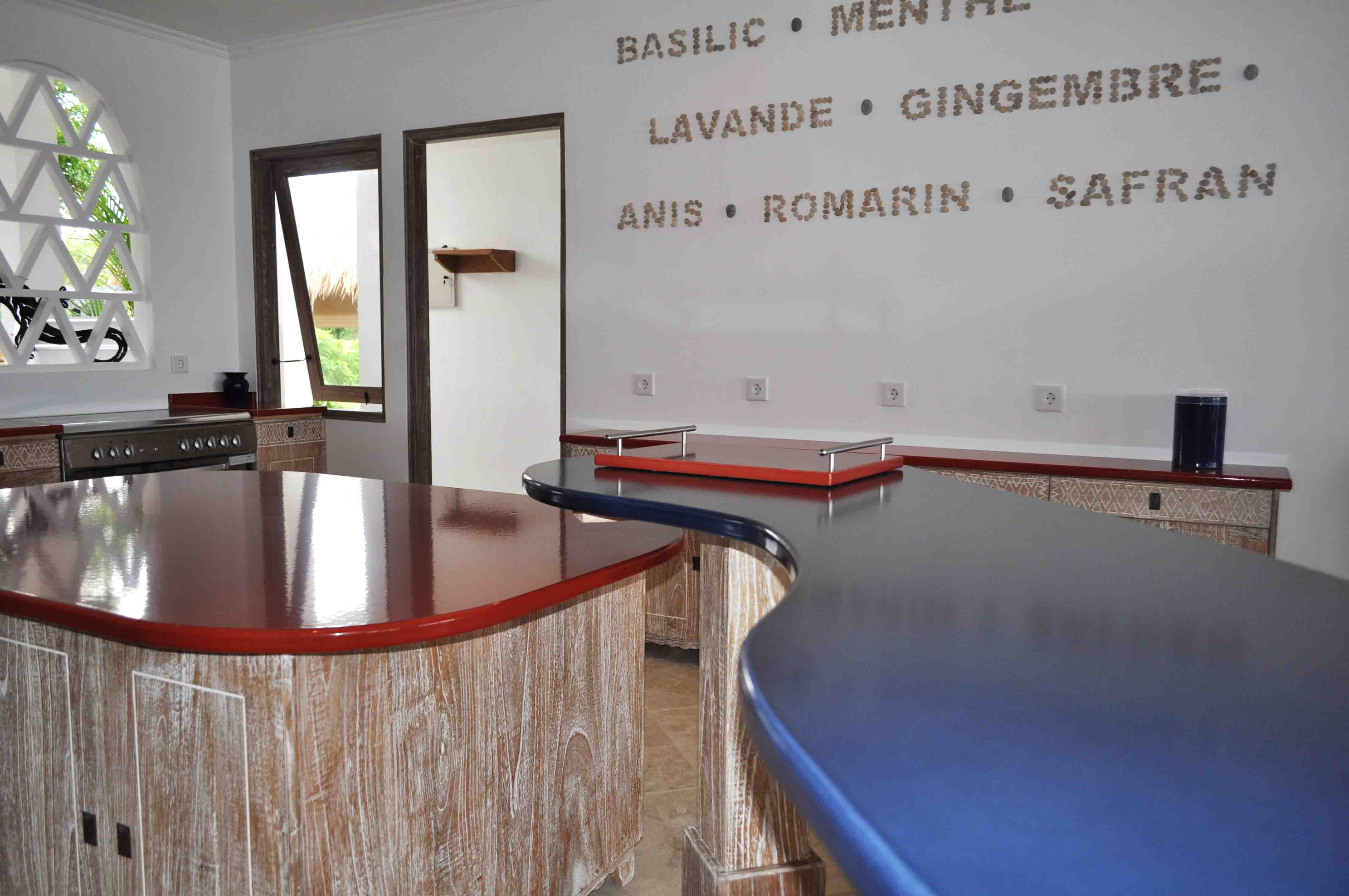 cuisine Linaya couleur-lave-volcan-Kitchen-cuisine-sur-mesure-modern-émaille-céramique-France-Luxe-design