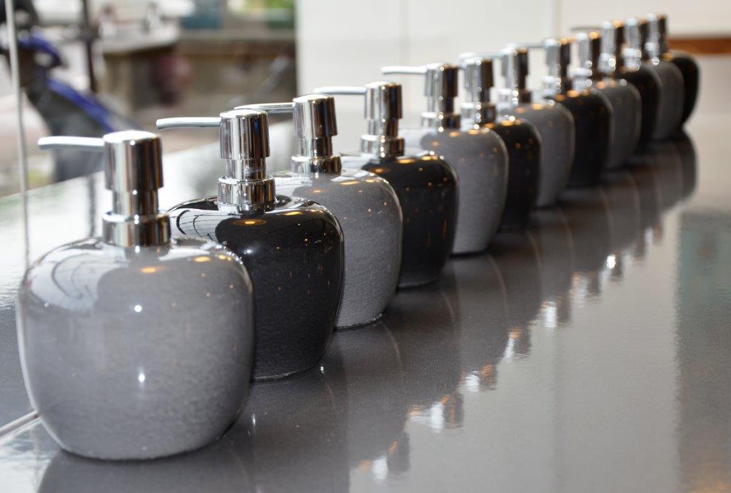 Distributeurs savon pierre de lave émaillée
